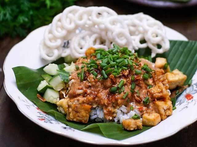 Resep Nasi Lengko Hidangan khas Kota Cirebon Enak Gurih dan Super Lezat